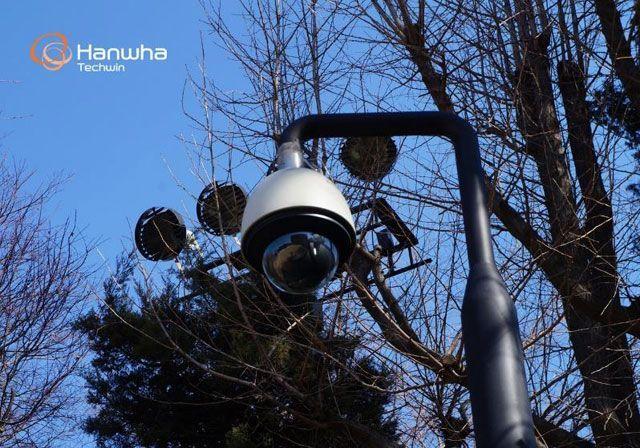 Купольная камера Wisenet SNP-6201H возле отеля